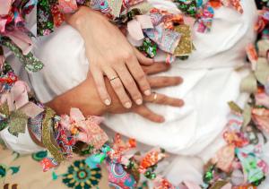 Фотосессия с лентами на ситцевую свадьбу