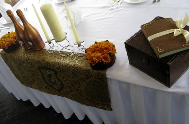 Стол на бронзовую свадьбу