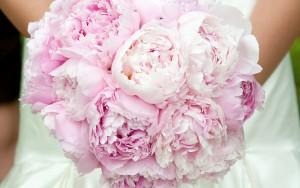 Свадебный букет из розовых пионов