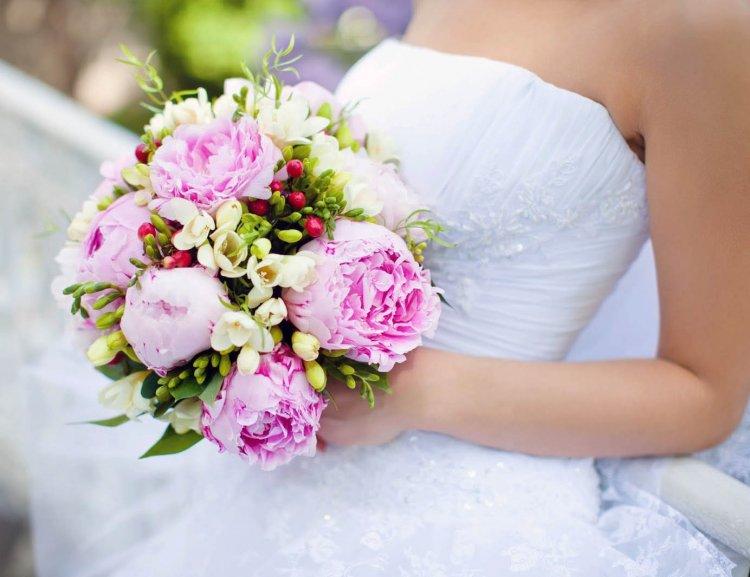 Как выбрать букет на свадьбу из пионов
