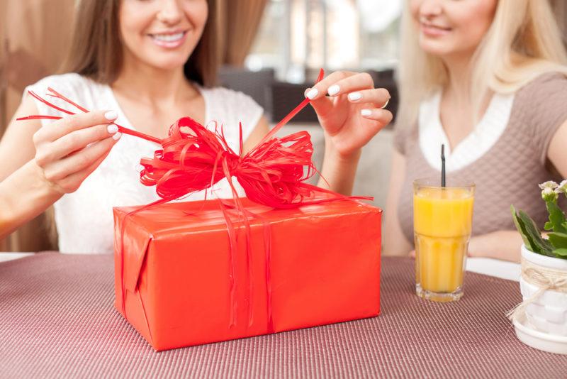 Подруга - именинница: выбираем подарок