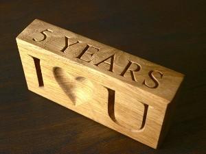 Что подарить мужу на деревянную свадьбу?