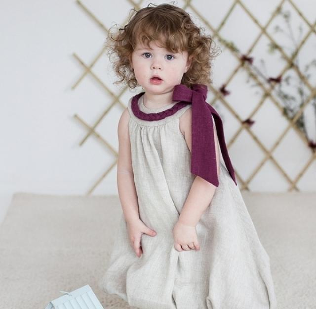 Ребенок в льняной одежде