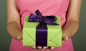 Дружеские подарки на 8 Марта