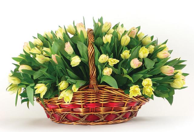 Корзина с цветами для женщины руководителя