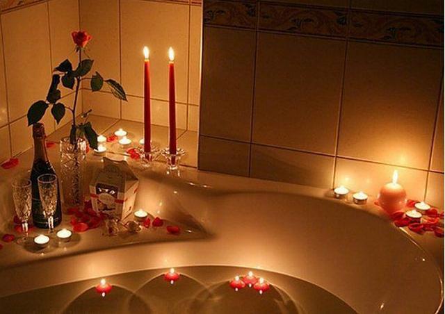 Романтический подарок для девушки на 8 Марта