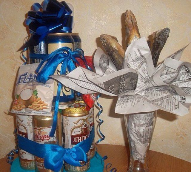 Торт из баночного пива и букет из вяленой рыбы