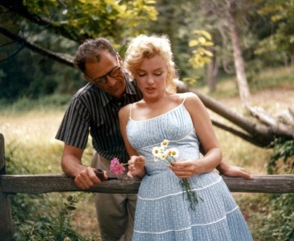 Мерлин Монро с цветами