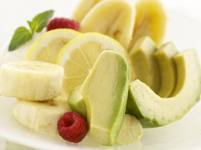 Салат из авокадо и бананов