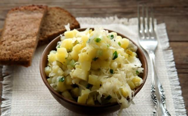 Салат из картофеля и капусты