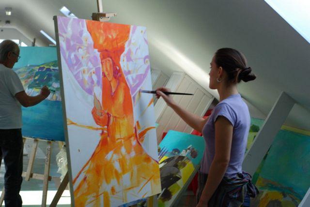 Молодые художники на выставке в музее