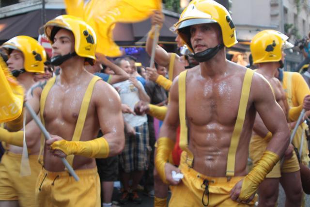 Бал пожарных в Париже