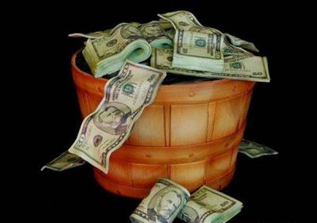 Бочонок меда с деньгами