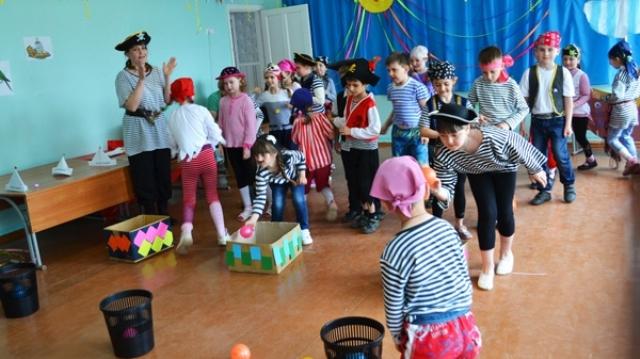 Конкурсы пиратской вечеринки бросание мячей