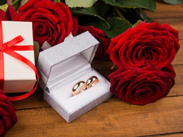Свадебные подарки розы