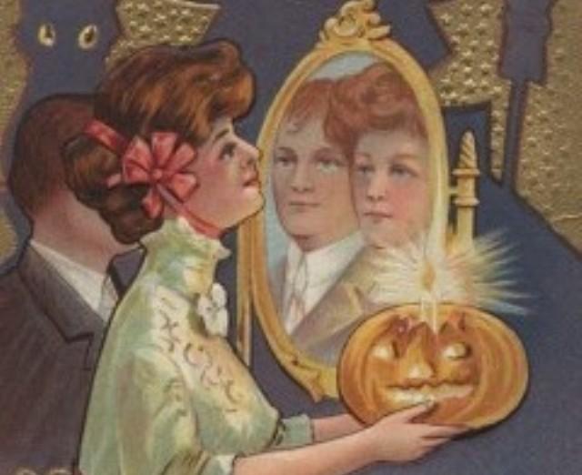 Зеркало, свечи и яблоки