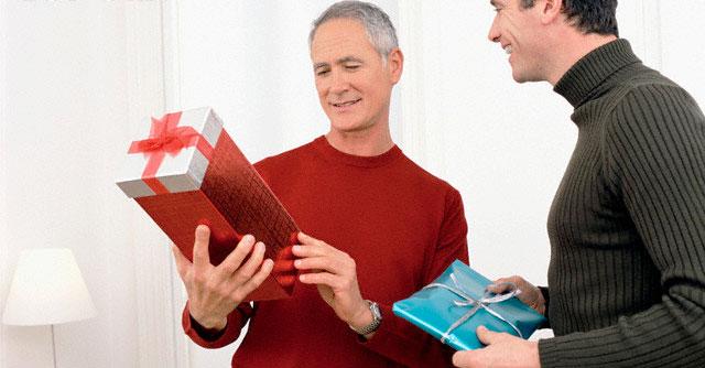 Необычные и шуточные новогодние подарки для папы