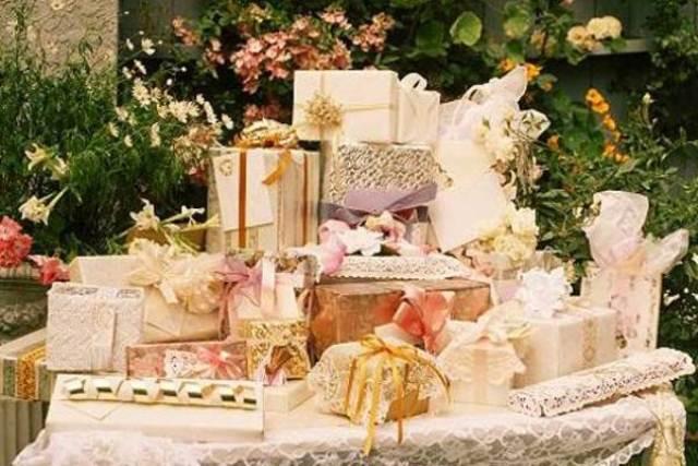 Подарки а столе