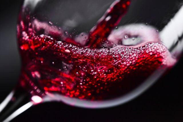Немного красного вина