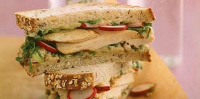 Сэндвич с редисом и курицей