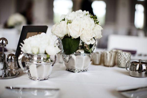 Бело серебряная сервировка свадьбы