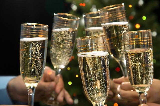 Хрустальные бокалы с шампанским