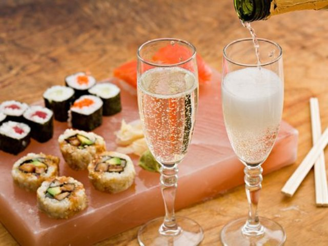 Суши и шампанское