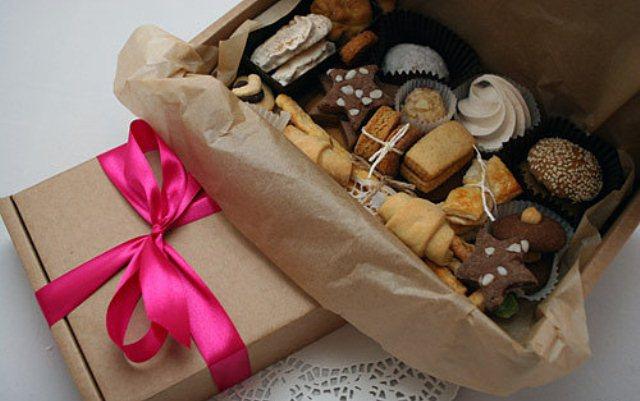 Набор из чайных пакетиков, печенья, конфет