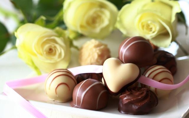 Цветы, конфеты, сладости