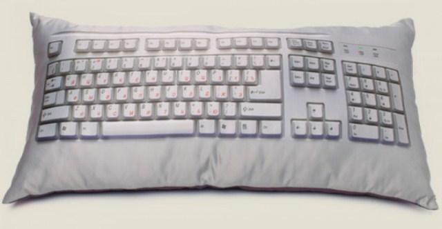 Подушка в виде клавиатуры