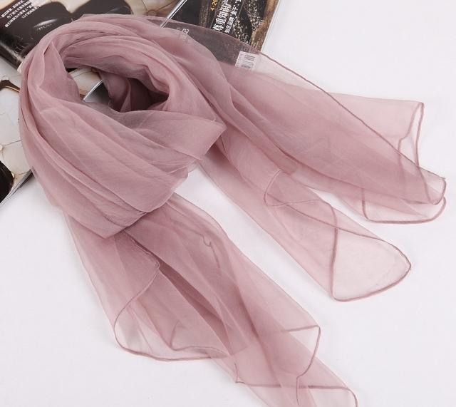 Тонкий шарф из искусственного шёлка