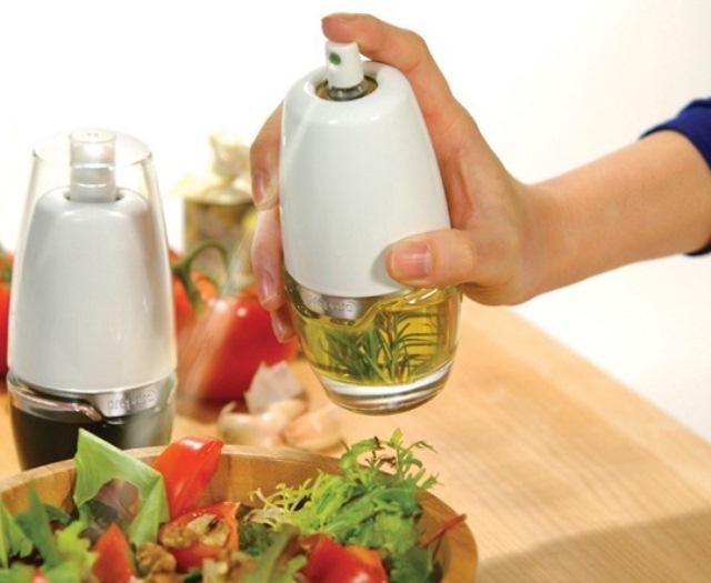 Емкость с распылителем для масла