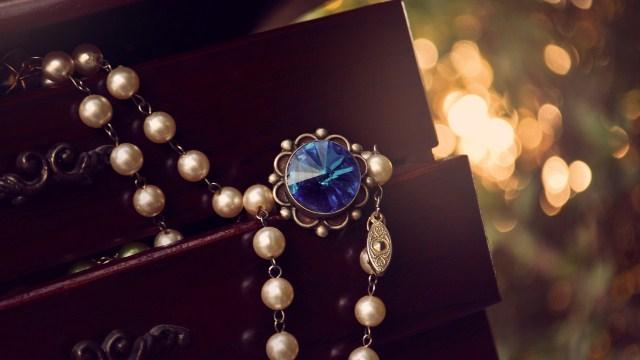 Драгоценности и украшения