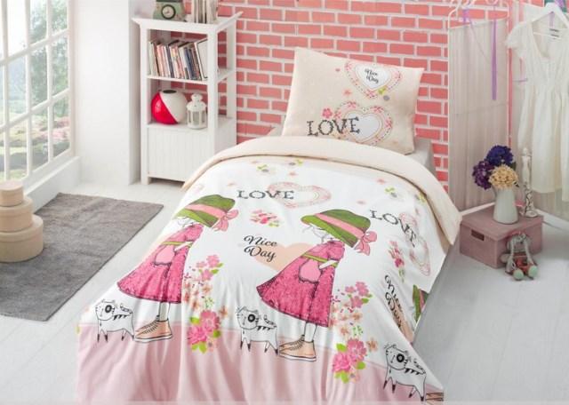 Покрывало, подушечки, постельное белье