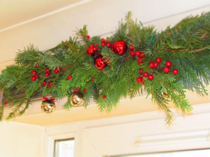 Как украсить дом новогодними гирляндами