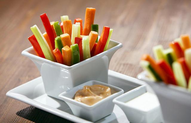 Овощные палочки с соусом
