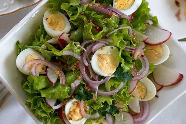 Легкий салат на Пасху