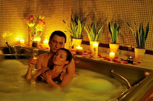 Романтический праздник в ванной