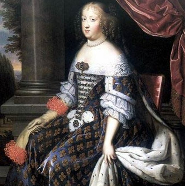 Старинное манто для французской королевы