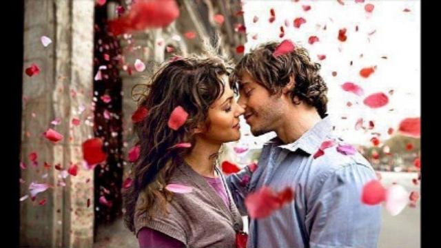 Влюбленная пара и розы