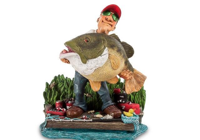 Фигурка рыбака