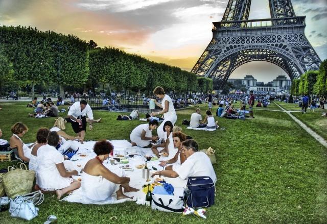Пикник в белых одеждах