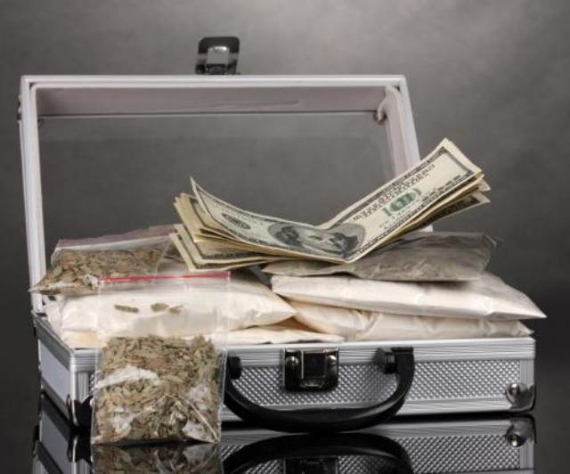 Чемодан с деньгами и кокаином