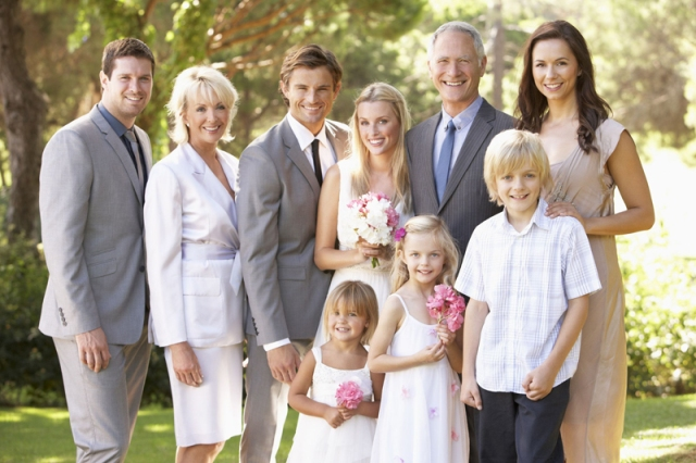 Старшая семья на свадьбе