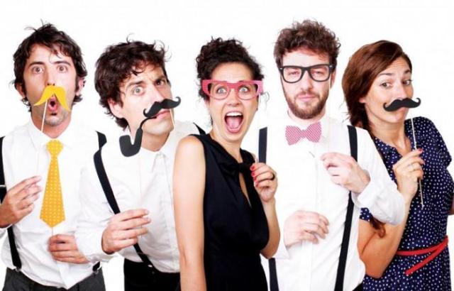 смешные очки, усатые маски