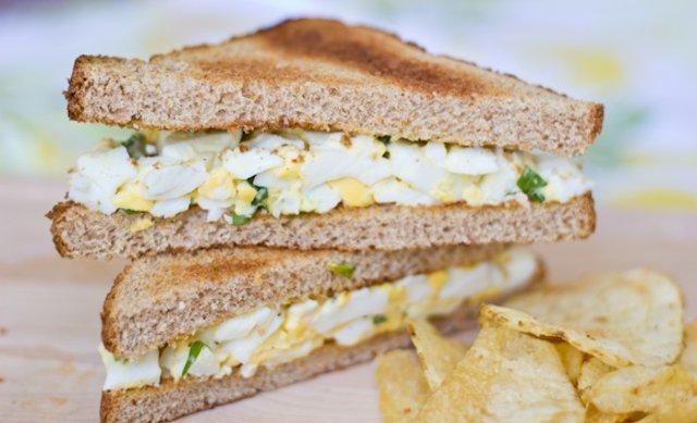 бутерброд с яичным салатом