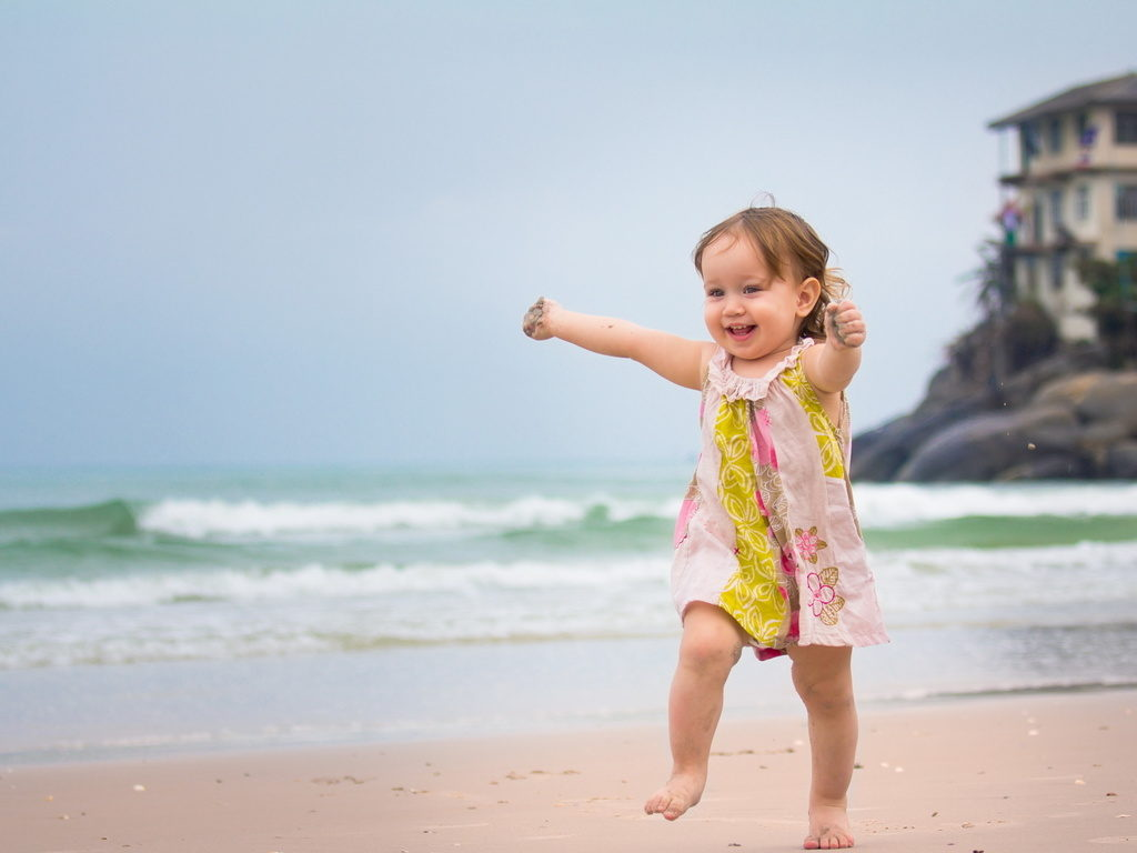 Бежит по песку