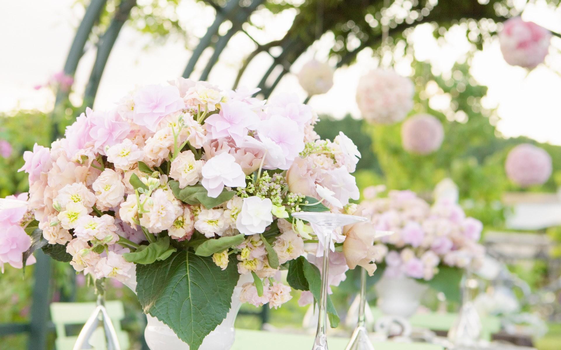 Цветы на свадьбе в июле