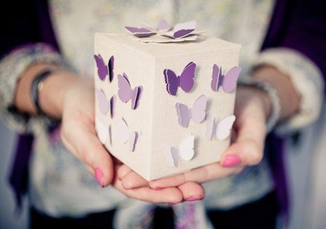 Подарок с бабочками