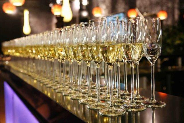 Шампанское на банкете